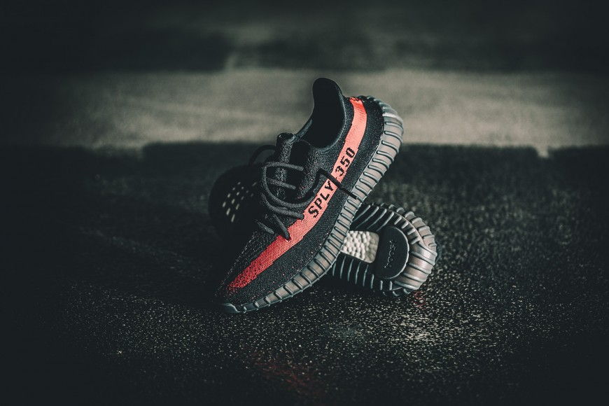 adidas-by9612-yeezy-350-v2-black-red-1-870x580